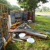 Verunfallter Lkw verteilte Brot auf Walgauautobahn bei Schlins