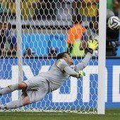 Brasilien zittert sich im Elferkrimi Runde weiter