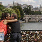 Liebesschlösser für Brücke viel zu schwer