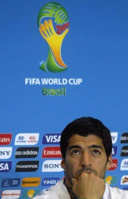 """Die WM ist für den """"Beißer"""" Luis Suárez gelaufen. Zudem hat ihn die FIFA empfindlich gestraft. Vier Monate darf er nicht Fußball spielen. Foto: epa"""
