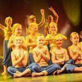 350 Tänzer bringen das Kulturhaus zum Beben