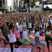 Yoga am New Yorker Times Square
