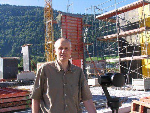 Erich Reiner, vielseitiger Fachmann im Bereich des Holzbaus und der Bauphysik.  Foto: IBR