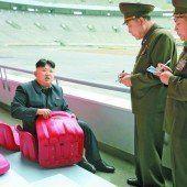 Kim erteilt Anweisungen