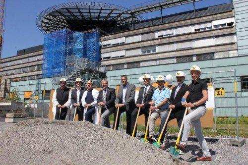 Gestern erfolgte der offizielle Auftakt zur letzten Bauetappe beim LKH Bregenz.  Foto: KHBG