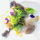 Tomatenmousse mit Salat