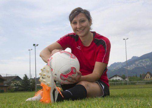 Martina Plörer (27) hat den Fußball mit sechs Jahren für sich entdeckt und sich damals im Jungsteam durchgesetzt. Foto: VN/Paulitsch