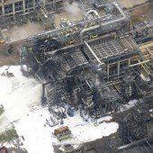 Explosion und Brand in Chemiefabrik von Shell