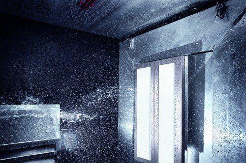 Mit der Planonlight LED-Serie wurde ein neuer Standard in der perfekten Ausleuchtung von Maschineninnenräumen definiert.  Montfort Werbung