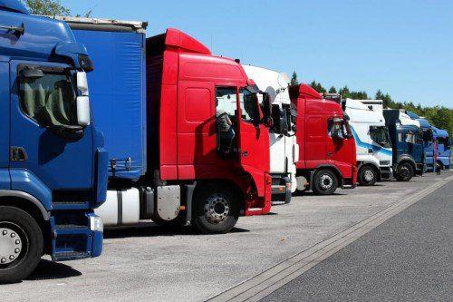 Immer mehr österreichische Frächter flaggen ihre Fahrzeuge aus Kostengründen in billigere Länder aus.