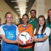 Mädchen kicken um den Bundestitel
