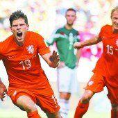Zwei späte Tore gegen Mexiko retten die Niederlande ins Viertelfinale