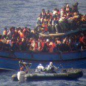Dutzende Flüchtlinge auf Fischerboot erstickt