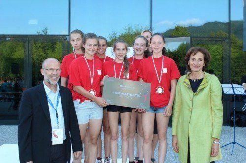 Sportlandesrätin Bernadette Mennel gratulierte der Sportmittelschule Hohenems.