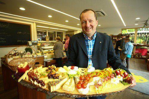 Käse Moosbrugger (im Bild: Stefan Fessler) hat zwölf Mitarbeiter und einen Jahresumsatz von durchschnittlich fünf Millionen Euro.  Foto: VN/KH