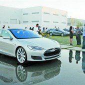 Tesla-Geschenk soll E-Technik weiter bringen