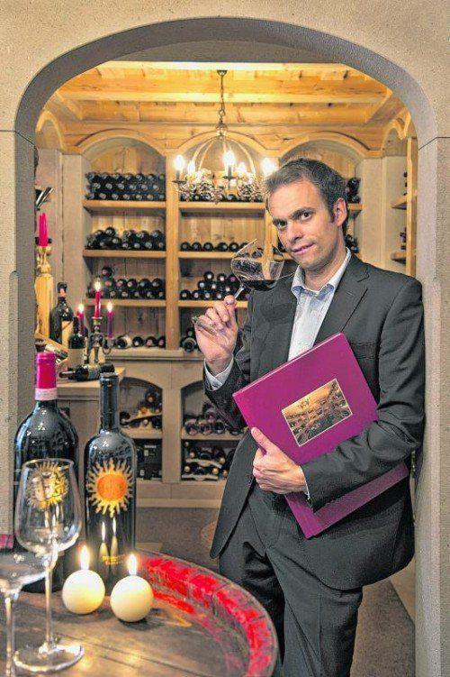 Weinexperte David Weissensteiner im Weinkeller.