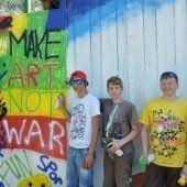 Poly-Schüler kreativ am Skaterplatz