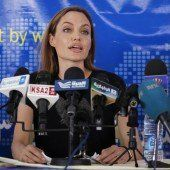 Jolie besucht Flüchtlinge im Pazifik