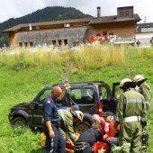Pensionist stürzt mit Auto über Böschung