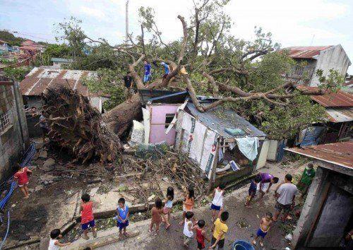Auf den Philippinen kamen durch den Taifun mindestens 64 Menschen ums Leben, wie die Behörden am Freitag mitteilten.  Foto: Reuters