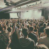 Poolbar: Musikfans im Festivalfieber
