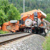 Regionalzug rammt Lkw: 33 Verletzte