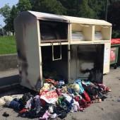 Altkleidersammlung plötzlich in Flammen