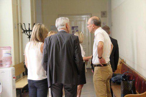 Kornelia Ratz hatte einige Unterstützer mit. Foto: VOL.AT