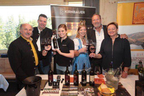Pepi Neubauer, Ludwig Zortea, Weinprinzessin Lea Waltle, Weinkönigin Kathrin Watzdorf, Irmgard und Walter Kirnbauer. Fotos: Ame