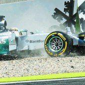 Lewis Hamilton krachte in die Mauer