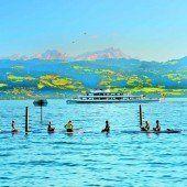 Yoga-Übungen mitten im See