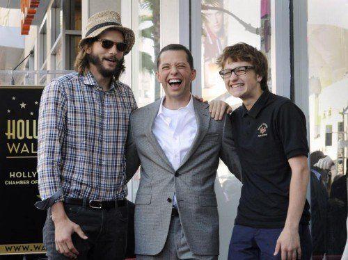Die beiden haben gut lachen: Ashton Kutcher und Jon Cryer verdienen am besten. Foto: Reuters