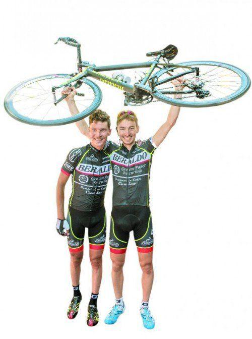 2012-Sieger Roberto Cunico (r.) teilte sich im Vorjahr den Sieg beim Highlander-Radmarathon mit seinem Teamkollegen Enrico Zen (l.). Foto: vn/Stiplovsek