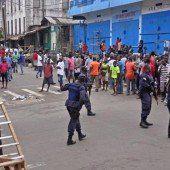 Ebola: Soldaten riegeln Slum in Monrovia ab