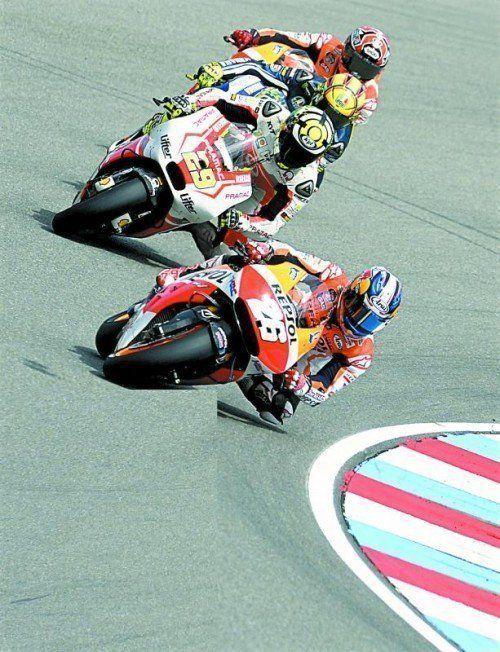 Dani Pedrosa (vorne) gewann die Moto-GP-Kategorie in Brünn und stahl seinem Honda-Teamkollegen Marc Marquez die Show. Foto: ap