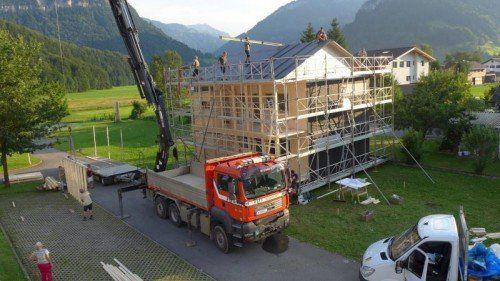 Das Chalet von Michael Kaufmann ist bereits aufgebaut.