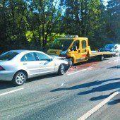 71-Jähriger krachte frontal gegen Abschleppfahrzeug