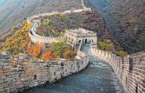 Die chinesische Mauer gilt als das größte Bauwerk der Welt und ist eine beliebte Touristenattraktion in China. Foto: shutterstock