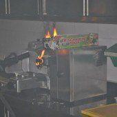 Küchengerät in Flammen