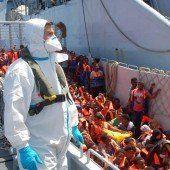 Italienische Marine rettet Bootsflüchtlinge