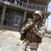 Kurdische Peschmerga-Kämpfer bekommen Waffen aus dem Westen