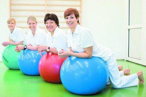 Die Physiotherapeutinnen des Krankenhauses Dornbirn sind bei Bedarf für die frischgebackenen Mütter da.  Foto: kh dornbirn