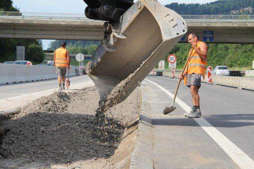 Die Sanierungsarbeiten auf der A 14 zwischen Pfändertunnel und Autobahnbrücke Wolfurt sind in vollem Gang.  Foto: VOL.AT/Rauch