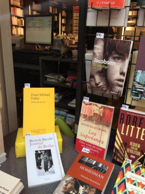 """Felders """"Scènes de ma vie"""" im Schaufenster einer Pariser Buchhandlung."""