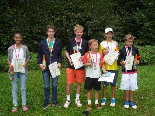 Emanuel Schöpf (l.) wurde Weltmeister mit dem U-21-Team, Tobias Fürschuß holte Silber und Bronze in der U-16-Klasse. Foto: privat