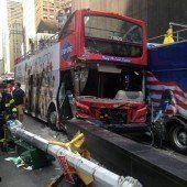Zwei Touristenbusse am Times Square kollidiert