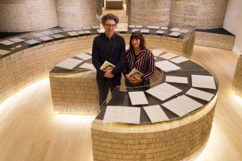 Jürgen Thaler und Ulrike Längle in der Felder-Ausstellung.  Foto: VN