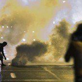 Trotz Ausgangssperre: Proteste in Ferguson