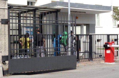 Nach dem Aufnahmestopp in Traiskirchen geht die Suche nach neuen Unterkünften für Asylwerber weiter. Foto: APA